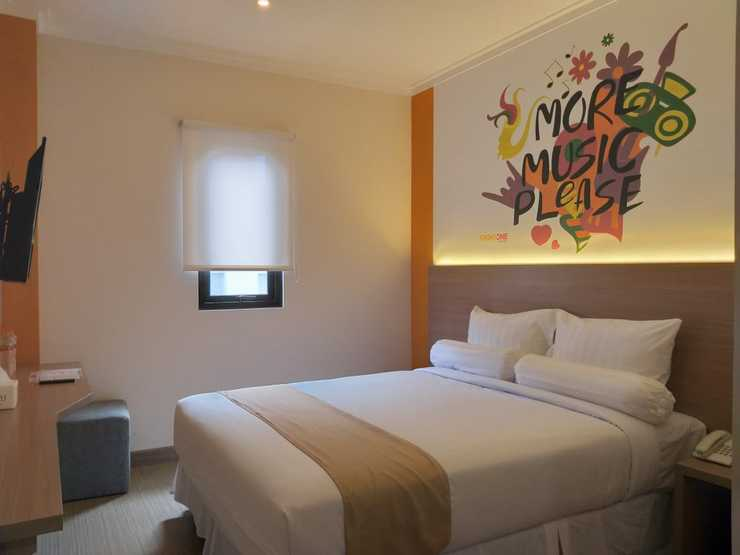 Front One Hotel Tulungagung Tulungagung - Deluxe Double Bed