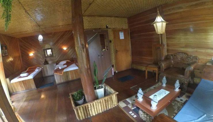 Yoschi's Hotel Probolinggo - bungalow room twn