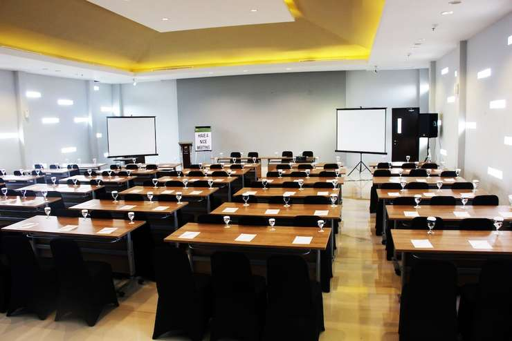 Loji Hotel Solo - Meeting Facility