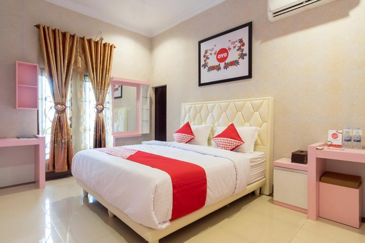 OYO 619 Naufal Guest House Syariah Medan - Guest Room