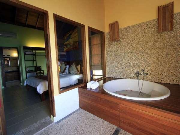Cocotinos Manado - Suite Room