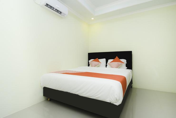 OYO 1909 Edelweiss Residence Syariah Probolinggo - Bedroom