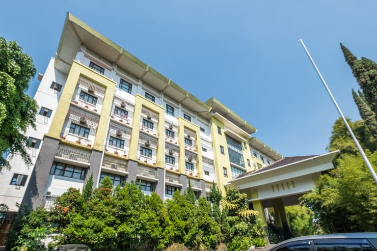Capital O 1010 Isola Resort Bandung - Facade