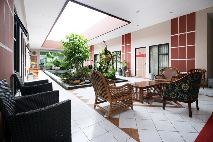 Airy Bandara Syamsudin Noor Angkasa 7 Banjarbaru - Balcony
