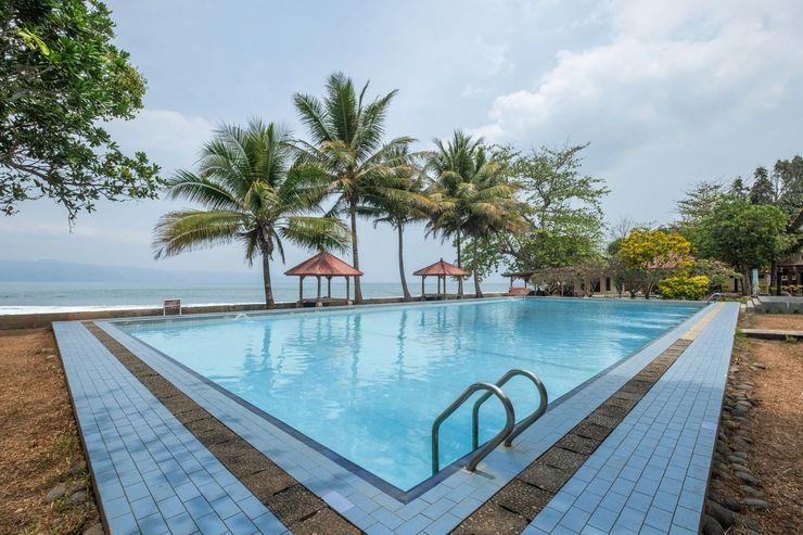 OYO 951 Cempaka Ratu Beach Resort Sukabumi - Swimming Pool