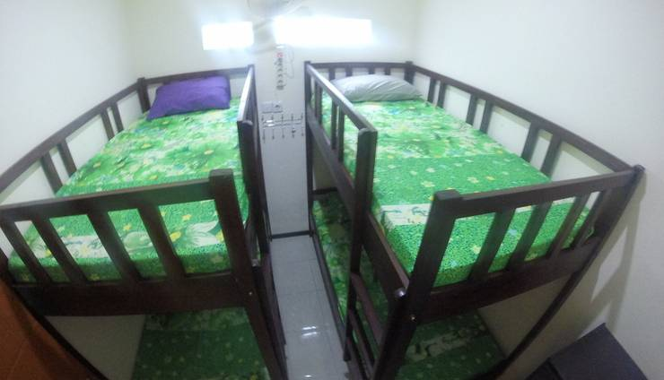 Tya Backpackers Malang - dormitory Quad bed in one room