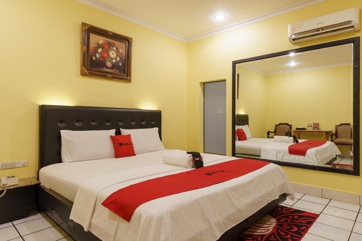 RedDoorz Plus near Ancol Jakarta - Kamar Tamu