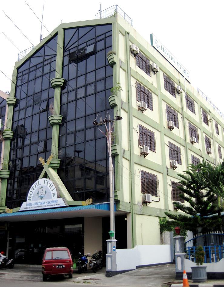 Hotel Furia Tanjung Pinang - Facade