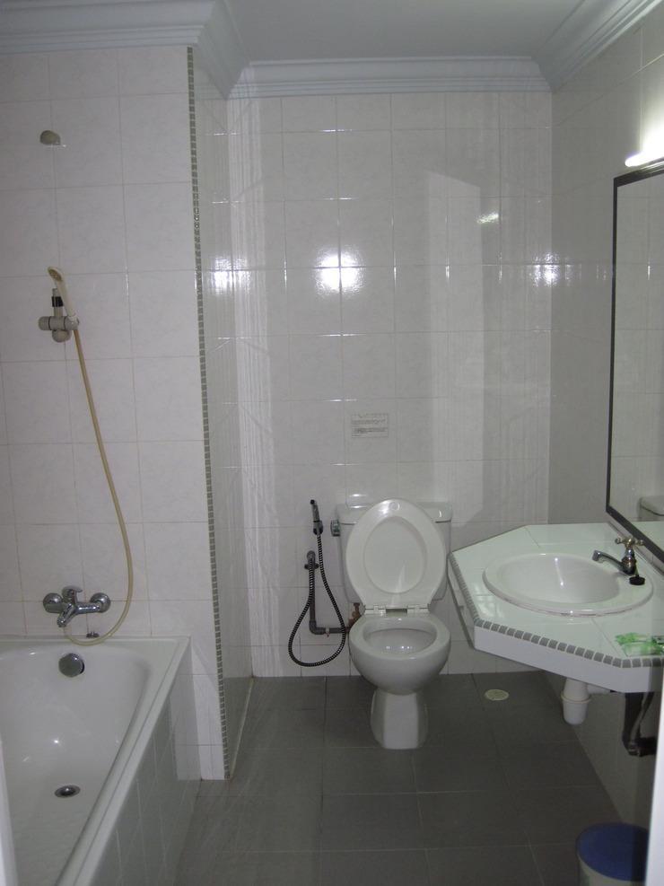 Hotel Furia Tanjung Pinang - Bathroom