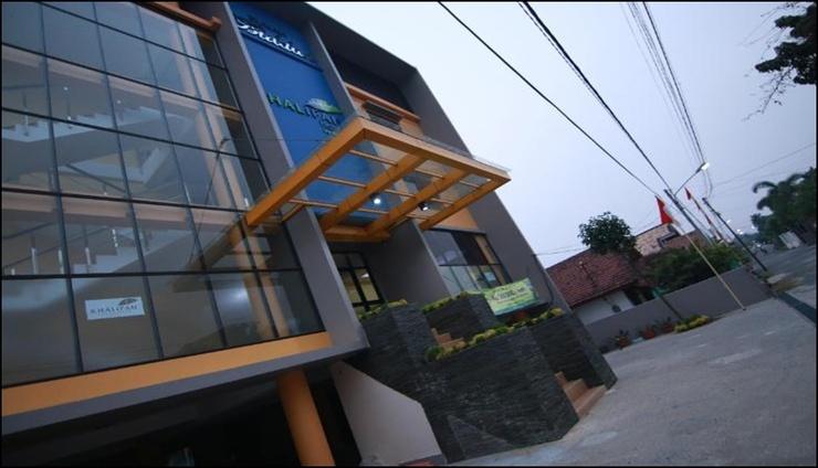 Khalifah Hotel Palembang - exterior