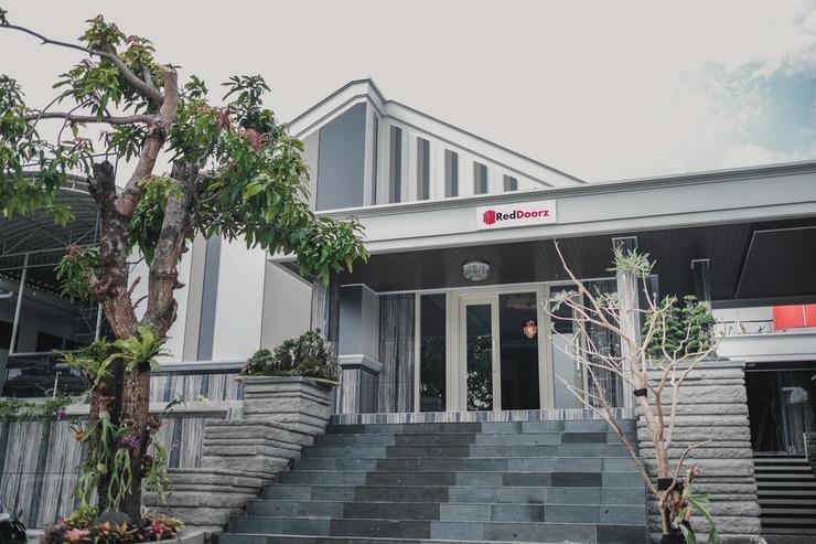 RedDoorz Plus @ Jalan Dr. Cipto Mangunkusumo Lampung Bandar Lampung - Photo