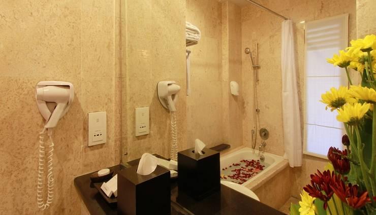 The Lokha Legian Bali - Deluxe Bathroom