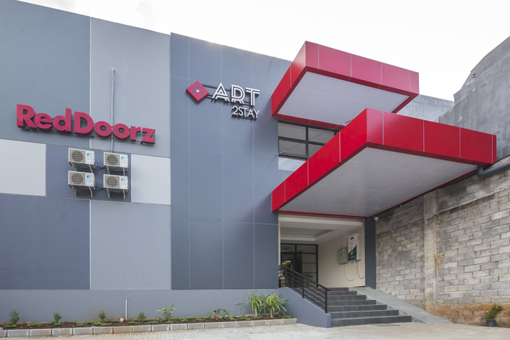 RedDoorz Plus near Ronggowarsito Museum Semarang Semarang - photo
