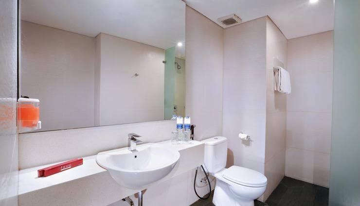 favehotel Tanah Abang Cideng Jakarta - Deluxe Bathroom