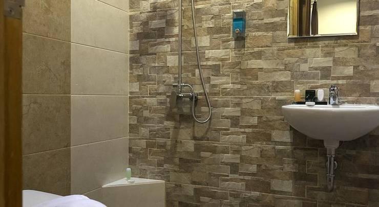 Omah Helena Guest House Malang - Kamar mandi