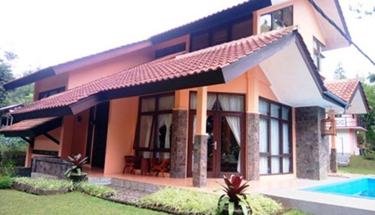 Villa Kampung Daun Blok A 30 Bandung - Facade