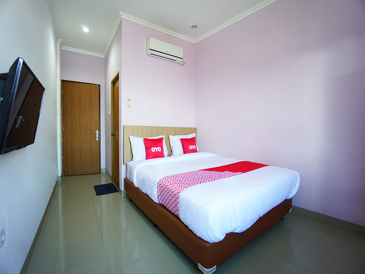 OYO 1573 Mahera Guest House Manado - Standard Double Bedroom