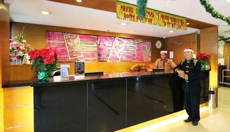 Hotel Melawai 2 Jakarta - Receiptionist