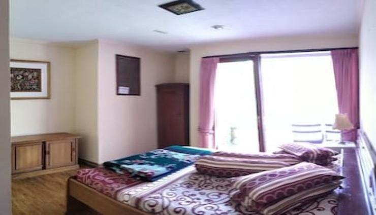 Villa Lot 5 (Lake View) with Billiard Cianjur - Bedroom