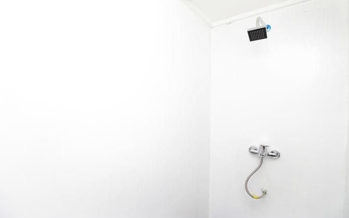 Kamar Keluarga Jelambar Jakarta - Bathroom