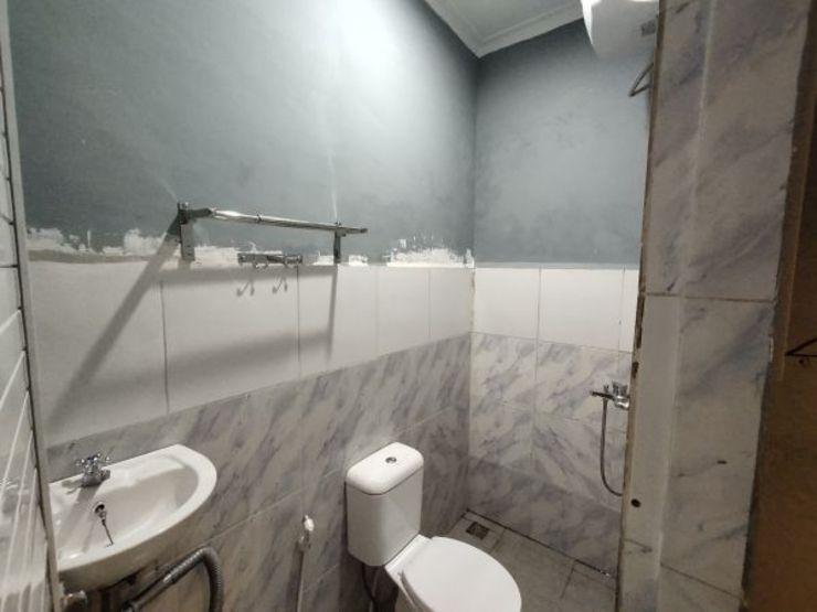OYO 990 Stadion Residence Medan - Bathroom