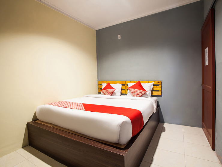 OYO 990 Stadion Residence Syariah Medan - Bedroom SD