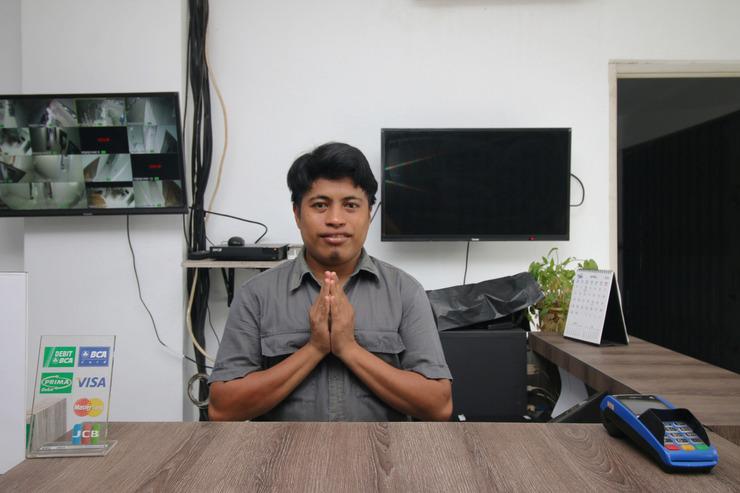 Airy Eco Syariah Pasar Kemis Raya Ruko Kutajaya Tangerang - Receptionist