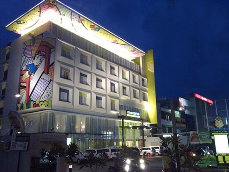 MaxOne Hotels Vivo Palembang - Hotel Front - Evening/Night