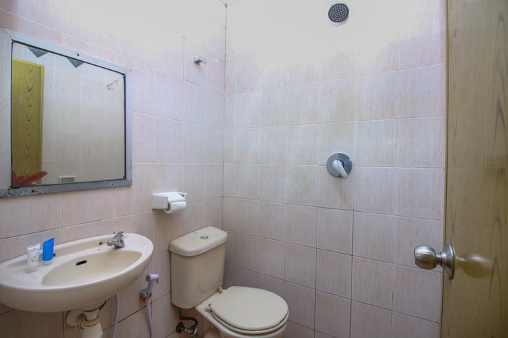 Airy Maluku City Sudirman Ambon - Bathroom