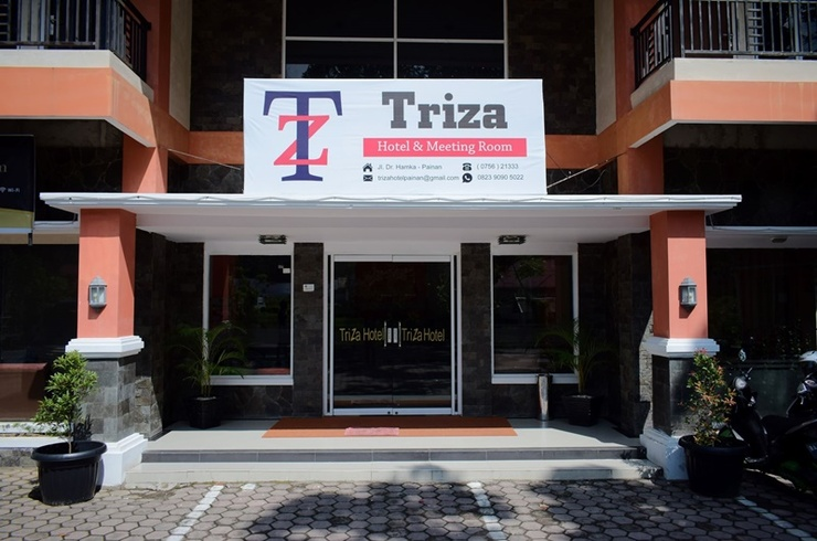 Triza Hotel Pesisir Selatan - Exterior
