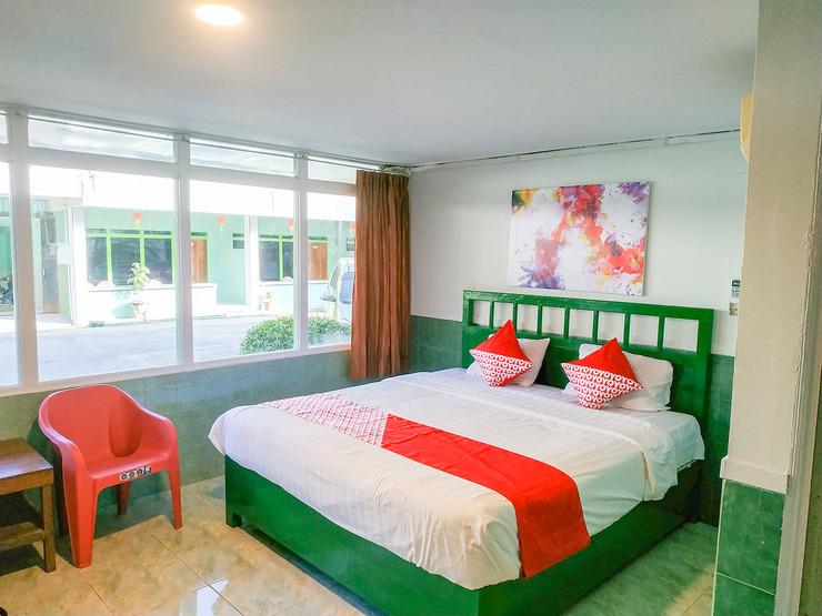 OYO 3098 Hotel Sahabat Baru Singkawang - Deluxe Double Bedroom