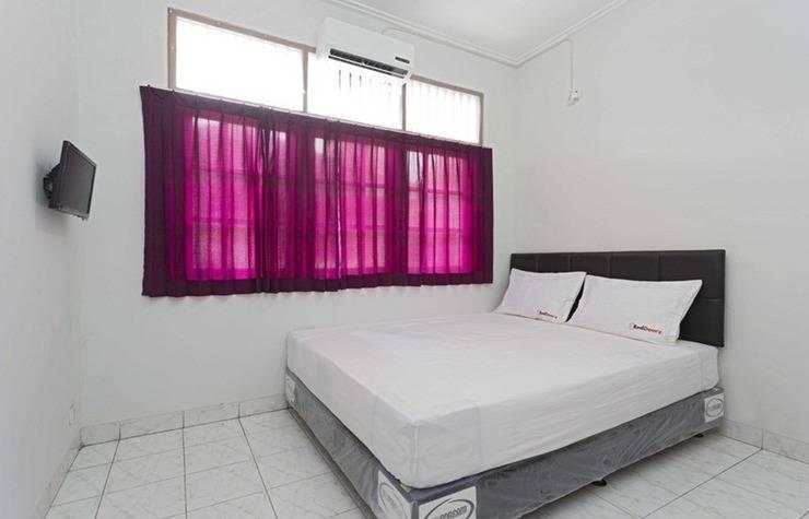 RedDoorz Kramat Pondok Pinang Jakarta - Kamar tamu