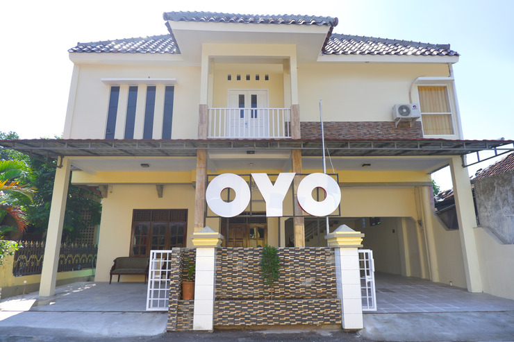 OYO 1041 Ayuning Guesthouse Semarang - Facade