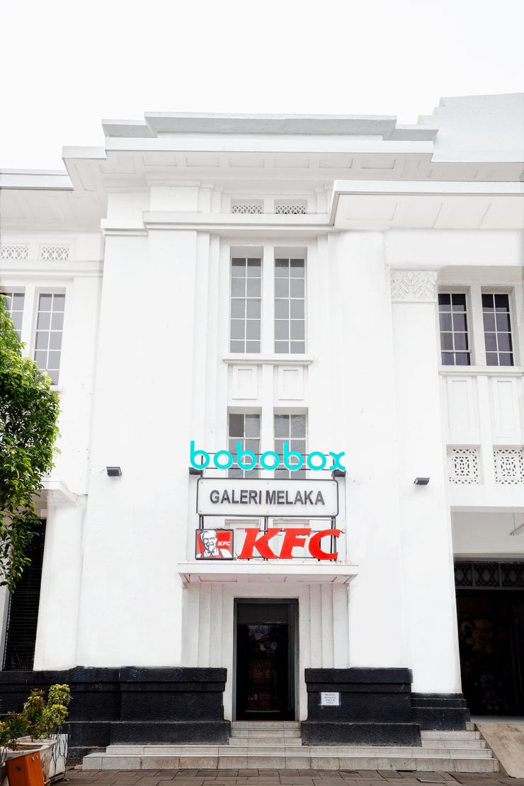 Bobobox Pods Kota Tua Jakarta - Fasad