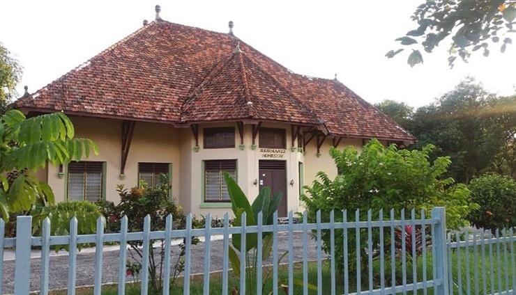 Sudirman 12 Homestay Bangka - Facade