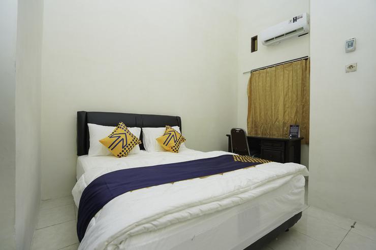 SPOT ON 2591 Griya Demangan Syariah Madura - Bedroom Double