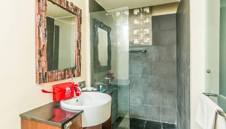 ZEN Premium Kerobokan Umalas 2 Bali - Kamar mandi