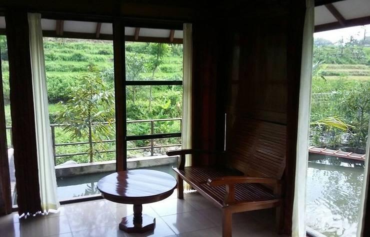 Rumah Kayu Pinggir Kali Pasuruan - Interior