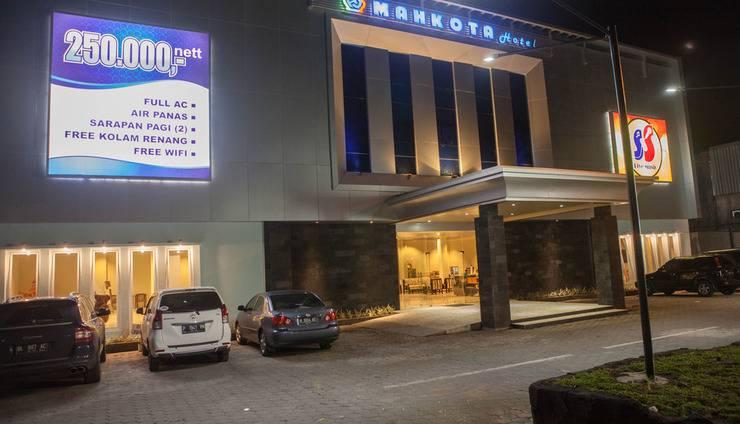 Mahkota Hotel Genteng Banyuwangi - hotel terlihat dari luar