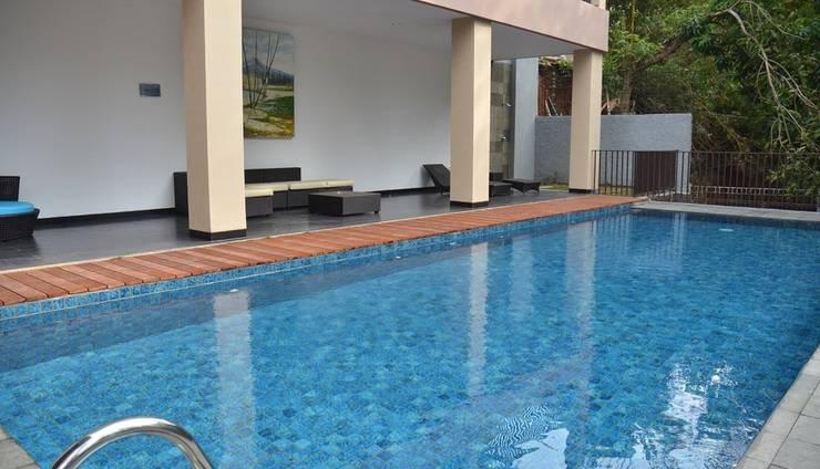7 BR Pool Villa Dago Hill View Bandung - Kolam Renang