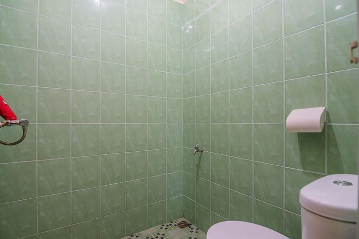 RedDoorz near Politeknik Negeri Medan Medan - Bathroom