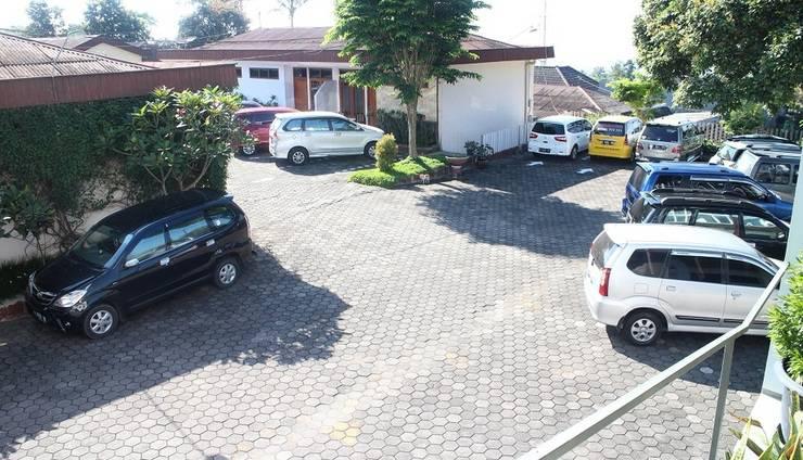 The Kusma Hotel Semarang - Parking Area
