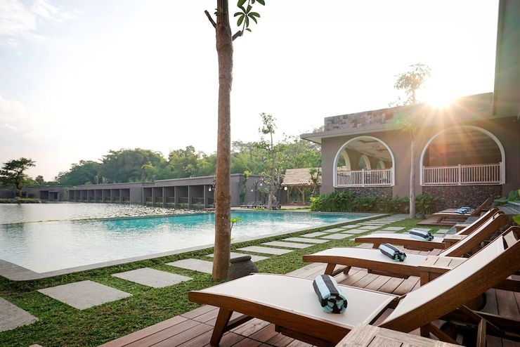The Westlake Resort Yogyakarta - Outdoor Pool