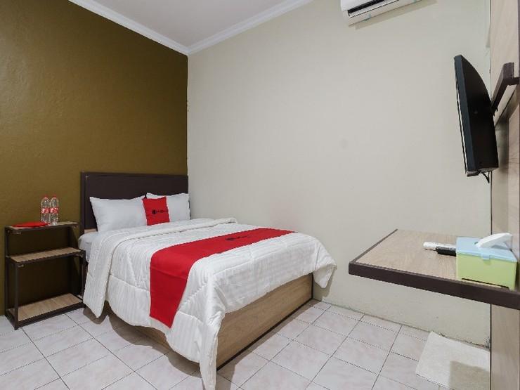 RedDoorz near Cikampek Mall Karawang Karawang - Guestroom