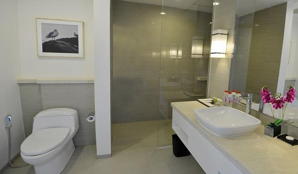 Swiss-Belhotel Jambi - Bathroom