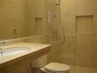 Lovender Guest House Malang - kamar mandi