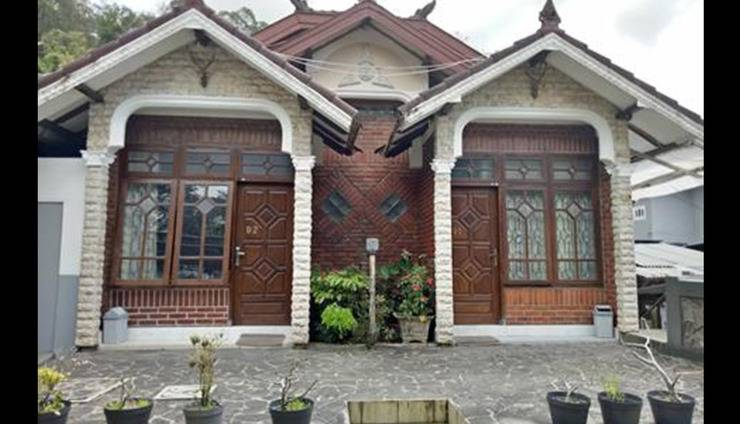 Villa Rini Malang - Exterior