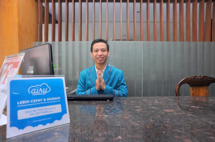 Airy Kuta Simpang Dewa Ruci Griya Anyar 27 Bali - Receptionist