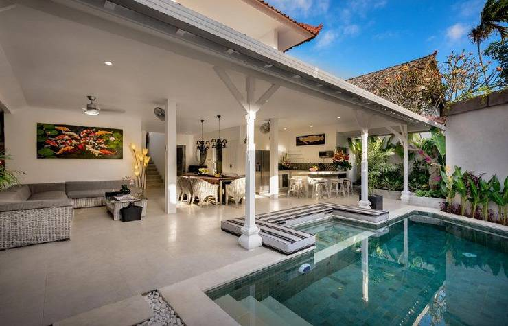 Ozamiz Villa Bali - pemandangan dari samping