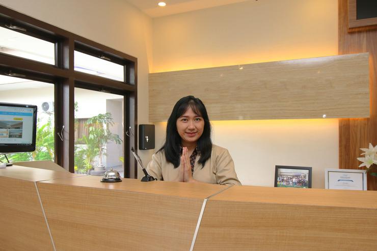 Airy Kebayoran Lama Seha 6 Jakarta Jakarta - Receptionist